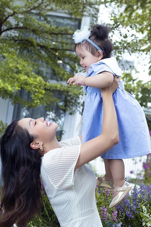 Nguyễn Ngọc Anh cho biết, cô rất viên mãn với cuộc sống hiện lại với hai cô con gái đáng yêu và gia đình hạnh phúc. Trước MiA, Ngọc Anh đã có một con gái tên Phương Anh hơn 10 tuổi.