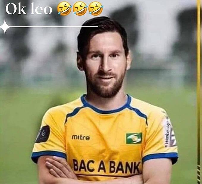 Trên trang cá nhân, tiền đạo Hồ Tuấn Tài chia sẻ hình ảnh photoshop Lionel Messi trong màu áo SLNA cùng dòng chữ Ok Leo khiến fan thích thú.