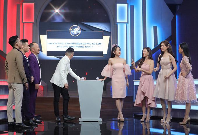 Đội nữ gồm các gương mặt: Puka, Midu, Hari Won và Lâm Vĩ Dạ. Hai đội thảo luận về những chủ đề xoay quanh tình yêu.