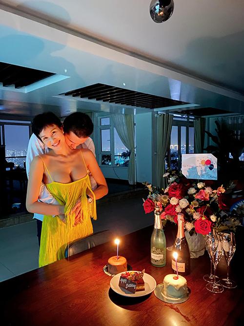 Khoảnh khắc ngọt ngào của MC Phương Mai và ông xã Marcin trong ngày sinh nhật.