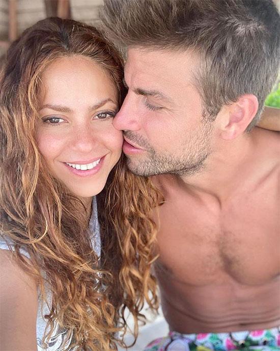 Trên trang cá nhân hôm 30/8, Shakira chia sẻ loạt ảnh trong kỳ nghỉ ở Maldives trong đó có hai khoảnh khắc tình tứ bên trung vệ Barca. Bên nhau, nữ ca sĩ người Colombia viết chú thích. Ảnh chụp của cặp sao thu hút ba triệu lượt like chỉ sau nửa ngày.