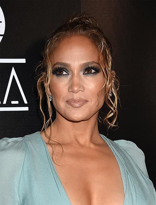 Jennifer Lopez chăm chỉ đóng phim, đi lưu diễn và làm giám khảo show truyền hình về khiêu vũ, giúp cô kiếm được 47,5 triệu USD.