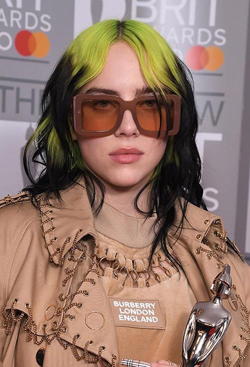 Ca sĩ 18 tuổi Billie Eilish lần đầu có tên trong top nhờ thành công của album đầu tay When We All Fall Asleep, Where Do We Go?, trong đó có bản hit Bad Guy.