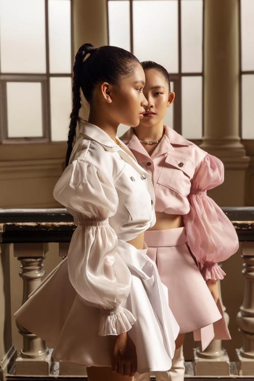 Sau một thời gian dài lăng xê bảng màu nổi và họa tiết bắt mắt, Ivan Trần mang tới nét mới mẻ cho trang phục thiếu nhi bằng gam màu trang nhã.