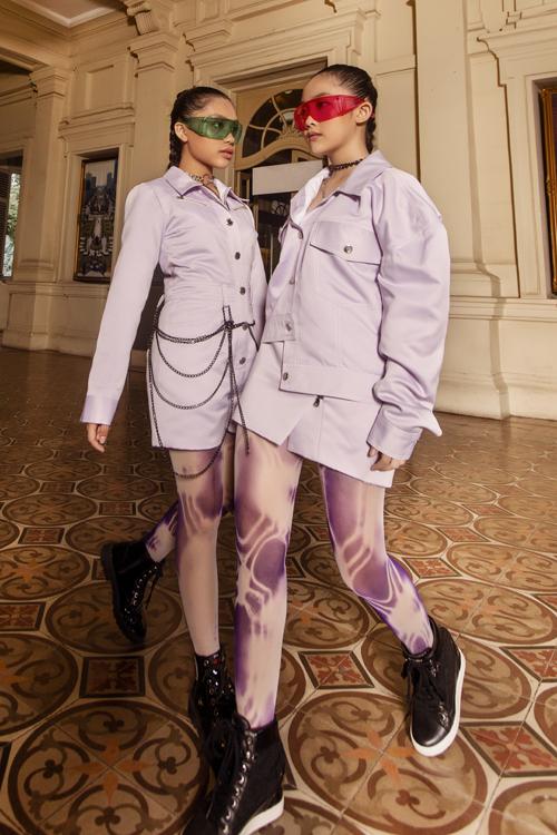 Tông tím lilac được khai thác dưới góc nhìn độc đáo bởi nét phá cách từ váy cổ sơ mi, jacket bất đối xứng.