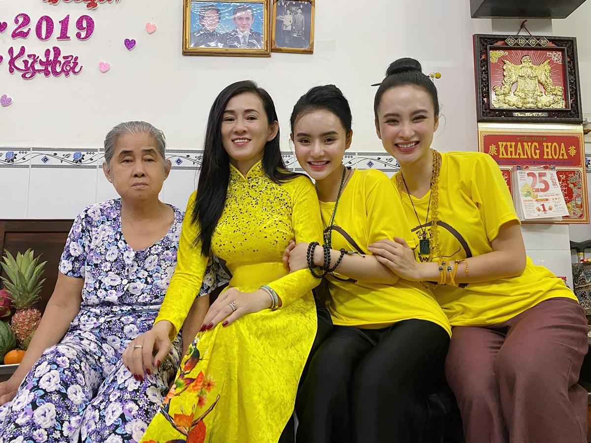 Bà mẹ nhí cảm nhận mọi việc đều suôn sẻ nhờ tâm hướng Phật, chăm chỉ làm việc thiện tích công đức. Cô dành nhiều thời gian hơn cho gia đình, người thân.