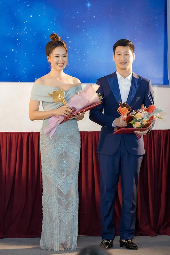 Tháng 5/2020, Hồng Diễm đoạt giải Cánh diều vàng cho hạng mục Nữ diễn viên xuất sắc với vai Khuê trong Hoa hồng trên ngực trái. Ngọc Quỳnh, bạn diễn của cô trong phim này, cũng giành giải Nam diễn viên xuất sắc.