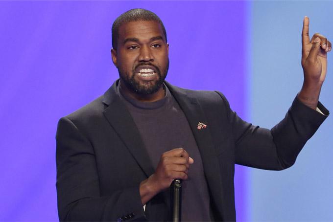 Theo ước tính của Forbes, Kanye West sở hữu khối tài sản 1,3 tỷ USD, tuy nhiên nam ca sĩ tuyên bố tài sản của anh có giá trị tới 3,3 tỷ USD. West kiếm được rất nhiều tiền từ những album ăn khách của mình, nhưng chính thương hiệu thời trang đường phố Yeezy đã đưa anh trở thành tỷ phú. Theo Forbes, West hiện nắm giữ khoảng 1,26 tỷ USD giá trị cổ phần của thương hiệu quần áo thể thao Yeezy, 17 triệu USD tiền mặt, 35 triệu USD cổ phiếu, 21 triệu USD bất động sản. Ngoài ra vợ của West là ngôi sao thực tế Kim Kardashian cũng dần đuổi kịp chồng khi sở hữu khối tài sản hơn 900 triệu USD. Ảnh: BI.