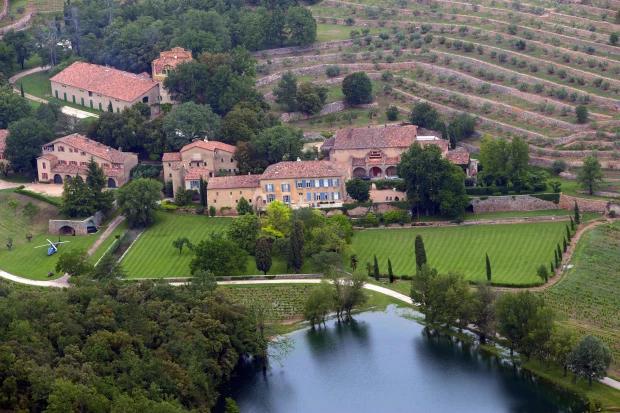 Cặp đôi được cho là tới điền trang Chateau Miraval của Brad và Angelina.