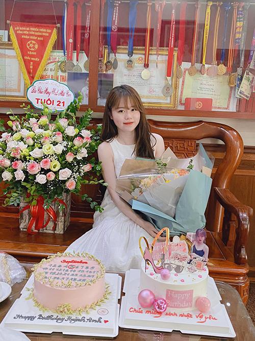 Huỳnh Anh được tổ chức sinh nhật ở nhà của Quang Hải tại huyện Đông Anh, Hà Nội. Ảnh: HA.