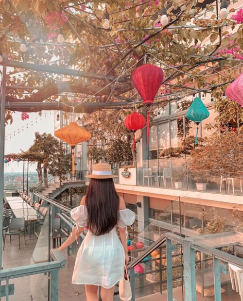 Quán bar trên cao - điểm hẹn hò của sao Việt - 18