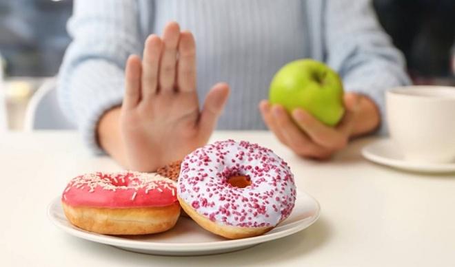 Để kiểm soát cân nặng dễ dàng hơn, bạn nên loại bỏ đường.