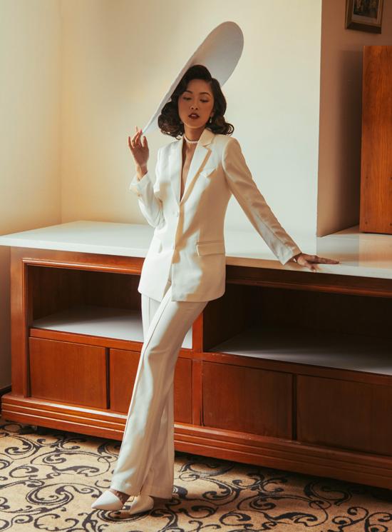 Trang phục kiểu vest là lựa chọn của Misoa khi tham dự hoặc dẫn dắt các chương trình có tính chất trang trọng, cần sự chỉn chu, nghiêm túc.