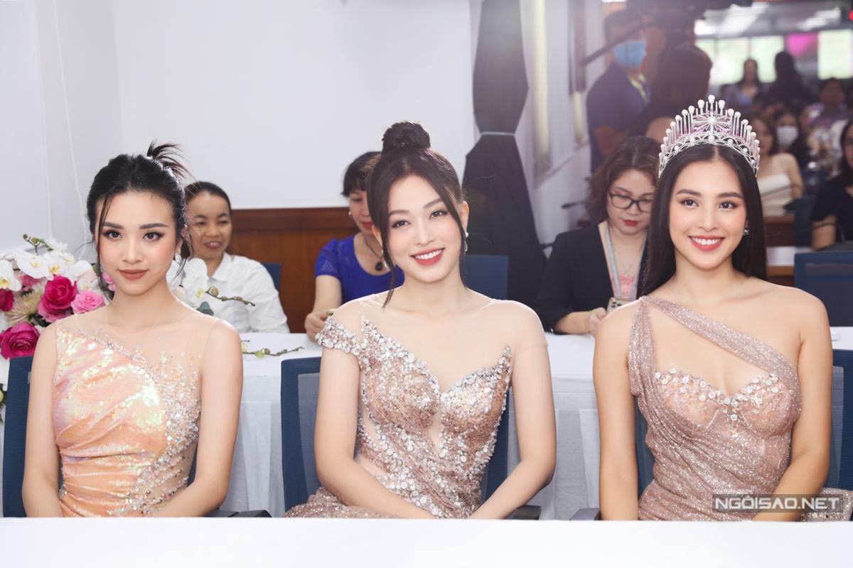 Top 3 Hoa hậu Việt Nam 2018 luôn gắn bó thân thiết.