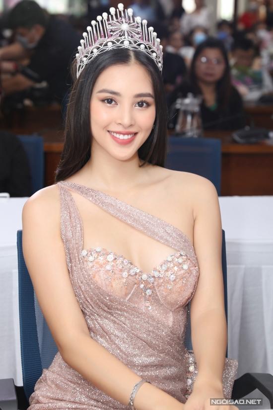 Tiểu Vy hiện học tập tại Đại học Sư phạm Kỹ thuật TP HCM. Cô cũng sắp trao lại vương miện cho tân Hoa hậu Việt Nam dự kiến vào cuối năm 2020.