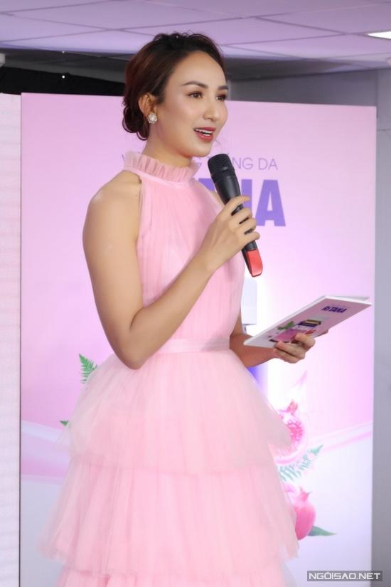 Hoa hậu Ngọc Diễm làm MC sự kiện.