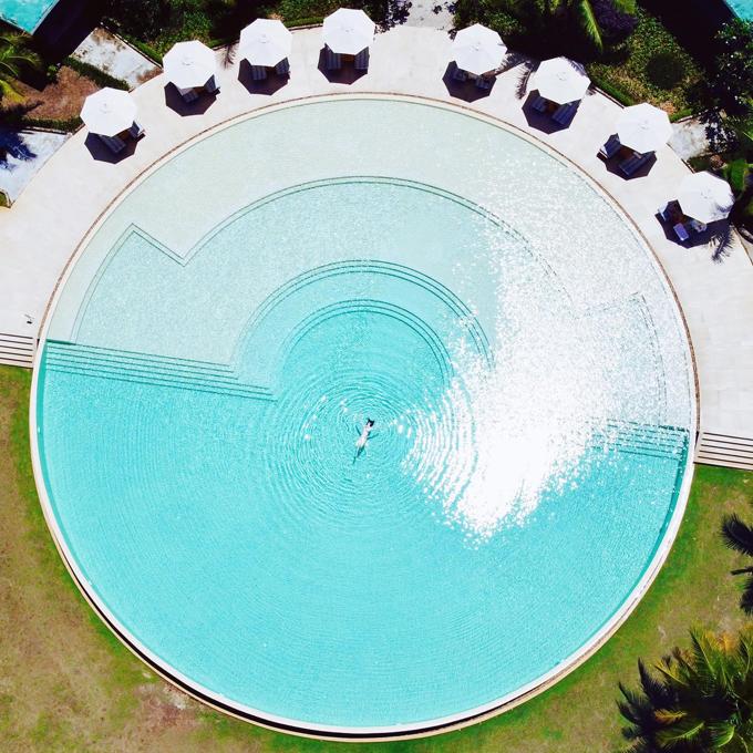 Bảo Thy check in hồ bơi tròn như quay compa hiếm có ở Việt Nam - 8