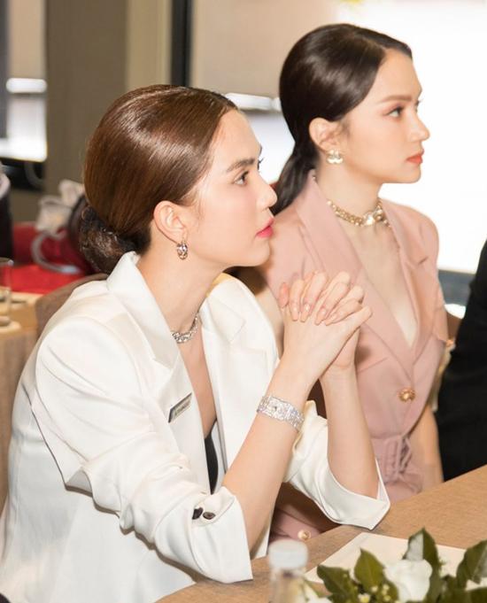 Hoa hậu chuyển giới Hương Giang vừa về chung nhà với Ngọc Trinh. Cô giữ chức CEO một thương hiệu thuộc tập đoàn Ngọc Trinh đang tham gia điều hành.