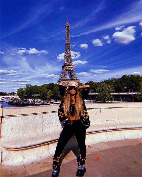 Trước khi sang Mykonos, Rafaella Santos đi chơi Paris.