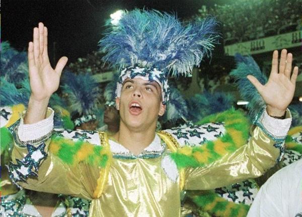 Giống các đồng hương Brazil, Ronaldo cũng thường xuyên góp mặt tại các cuộc vui linh đình. Ảnh: AFP.