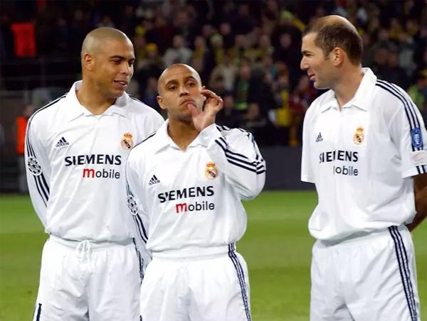 Ronaldo, Roberto Carlos và Zidane (từ trái qua) trong thời gian cùng khoác áo Real. Ảnh: AP.
