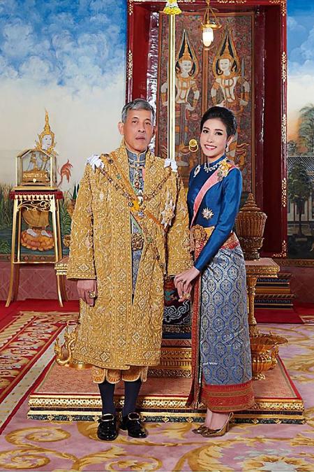 Vua Maha Vajiralongkorn và Hoàng quý phi Sineenat. Ảnh: AFP.