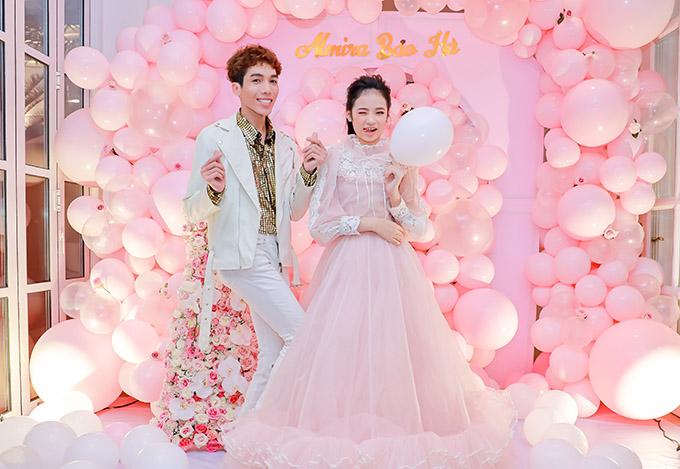 Dương Thanh Vàng khuyến khích Bảo Hà tiếp tục lấn sân sang lĩnh vực điện ảnh. Cô bé mới tham gia một phim Đệ nhất kỹ nam, đóng vai con gái của nghệ sĩ Lê Giang.