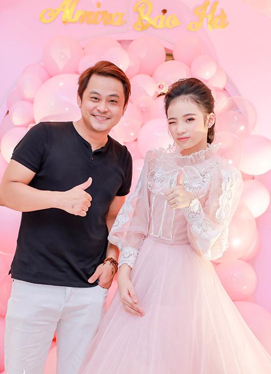 Diễn viên hài La Thành bất ngờ khi biết Bảo Hà mới 11 tuổi đã cao hơn 1,6 m.