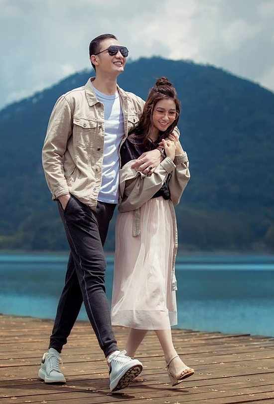 Vợ chồng Nguyễn Văn Sơn trong một chuyến du lịch.