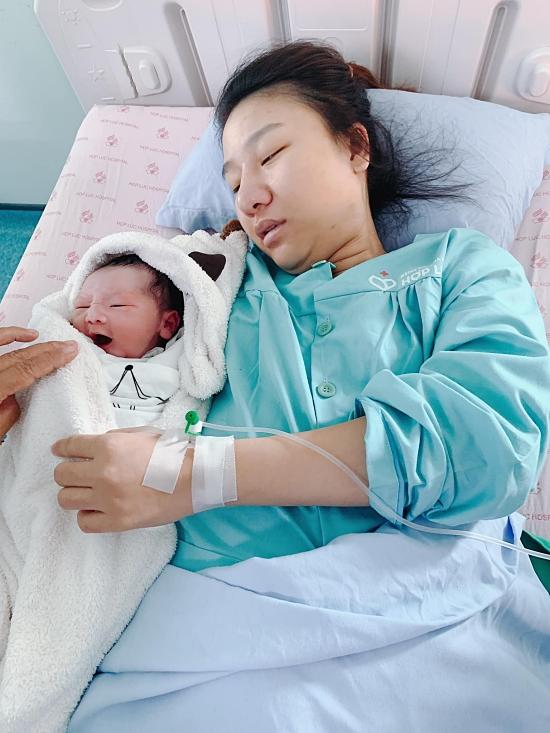 Bảo Uyên - vợ Nguyễn Văn Sơn - vừa sinh con trai sáng 13/9.