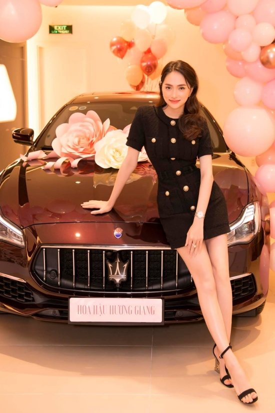 Hương Giang chọn một thương hiệu cao cấp của Italy. Cô yêu thích dòng xe này vì kiểu dáng, màu sắc lẫn nội thất sang trọng,