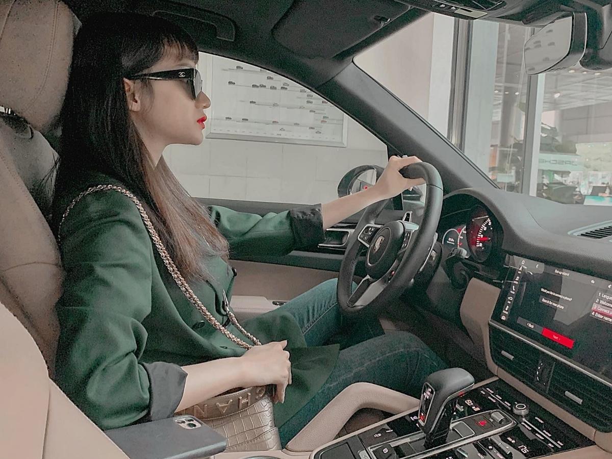 Trước đó, Hương Giang sở hữu ba chiếc xe khác thuộc nhiều thương hiệu nổi tiếng khác nhau.