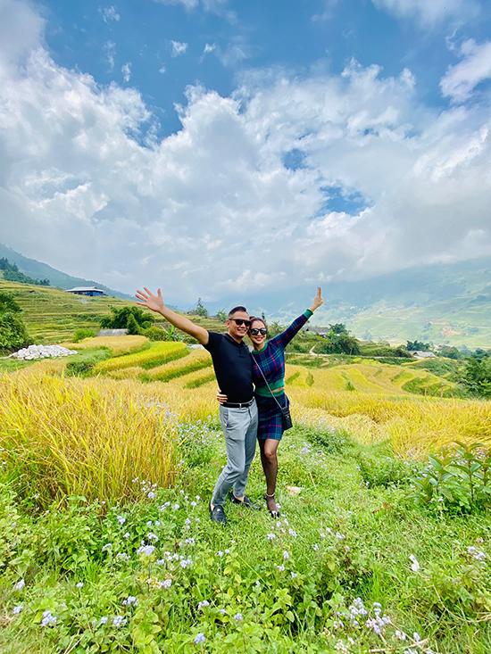 Đến Sapa vào đúng mùa lúa chín, vợ chồng Jennifer Phạm rất phấn khích khi nhìn thấy ruộng bậc thang xếp lớp vàng ươm nổi bật giữa núi rừng xanh ngắt.