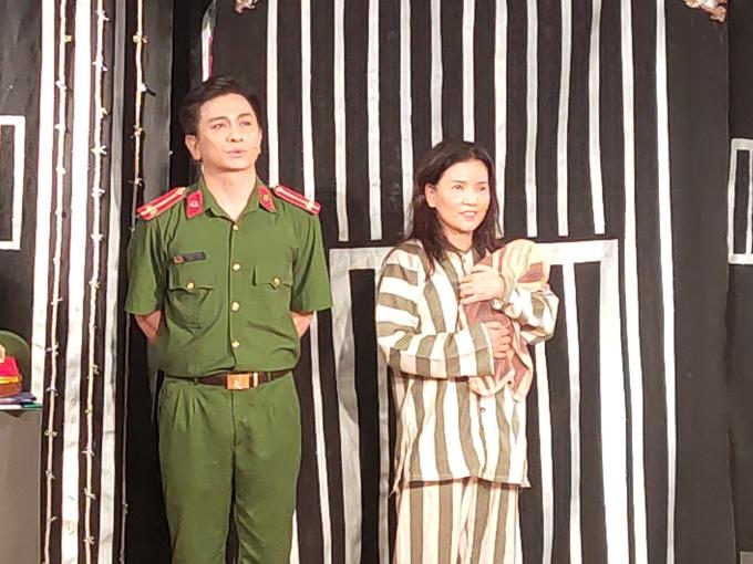 Hiện Ngọc Trinh hoạt động tích cực ở cả hai mảng phim ảnh và kịch nói. Gần đây, chị đoạt huy chương vàng cá nhân với vai Miên - một tù nhân có số phận bi thảm - trong vở Búp bê không biết khóc tại Liên hoan sân khấu toàn quốc 2020.