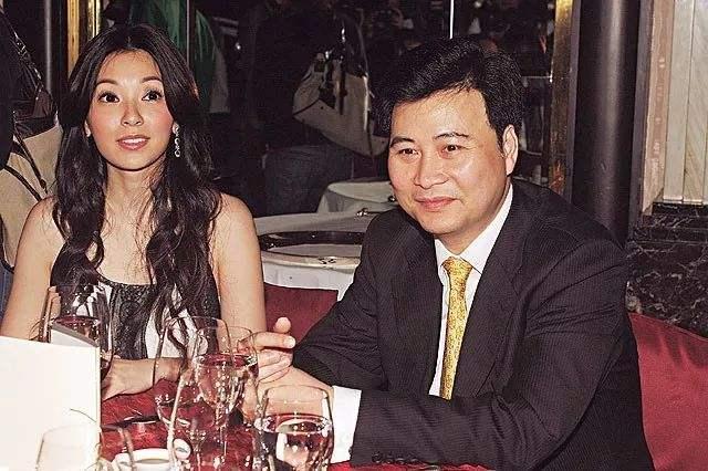 Phó Minh Hiến và người chồng đầu.