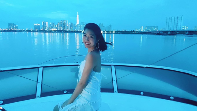Thúy Ngân chill trên du thuyền sông Sài Gòn - 6