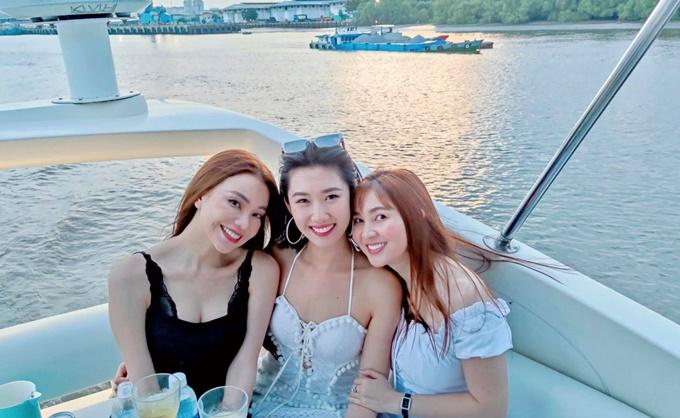 Thúy Ngân chill trên du thuyền sông Sài Gòn - 4