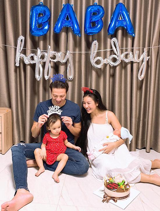 Cựu người mẫu vừa đón tuổi 40 bên bà xã và hai con tại nhà riêng ở TP HCM. Ngoài đóng phim truyền hình, anh còn kinh doanh căn hộ cho thuê. Dương Hoàng Anh rất mãn nguyện với hạnh phúc hiện tại.