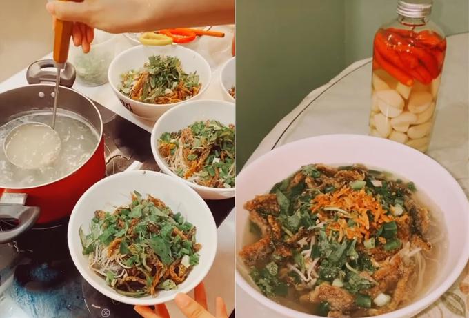 Chi Pu nấu miến lươn giòn mừng sinh nhật mẹ