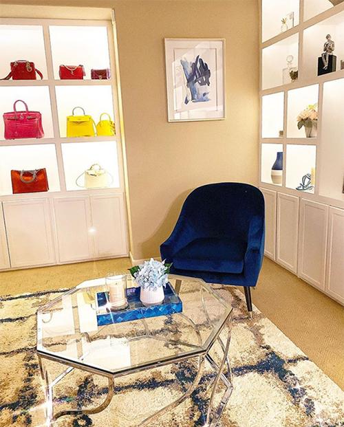 Góc phòng bày túi hiệu của Phạm Hương khiến nhiều khán giả liên tưởng đến những cửa hàng sang trọng của nhiều thương hiệu danh tiếng.
