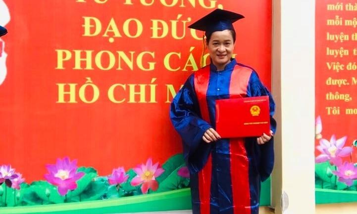 Thanh Hoa 'Hai Phượng' mặc áo cử nhân ở tuổi 38 - Ngôi sao