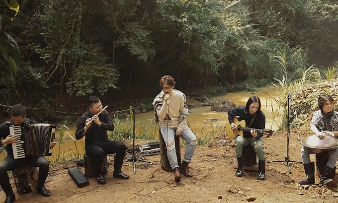 Tối thứ Hai hằng tuần, Hà Anh Tuấn tiếp tục phát hành video âm nhạc với chủ đề 'Trong rừng có cơn mát lành'.