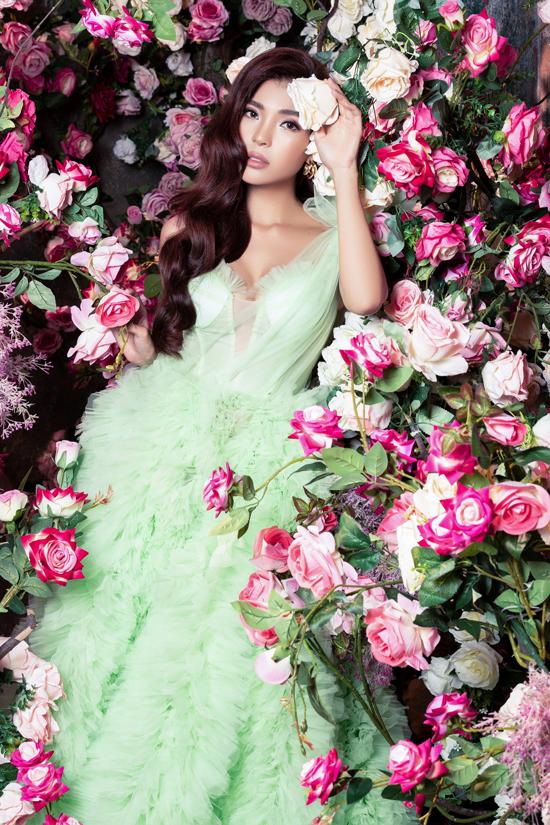 Bộ ảnh do stylist Kye, nhà thiết kế Lê Ngọc Lâm, Lâm Lâm, chuyên gia trang điểm Hiwon, tạo mẫu tóc Jimin hỗ trợ thực hiện.