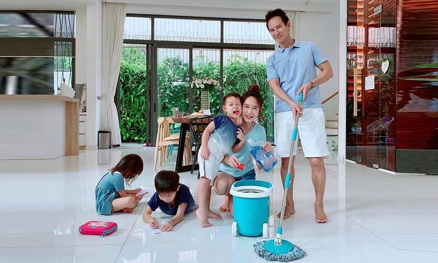 Biệt thự bề thế của vợ chồng Lý Hải - Minh Hà