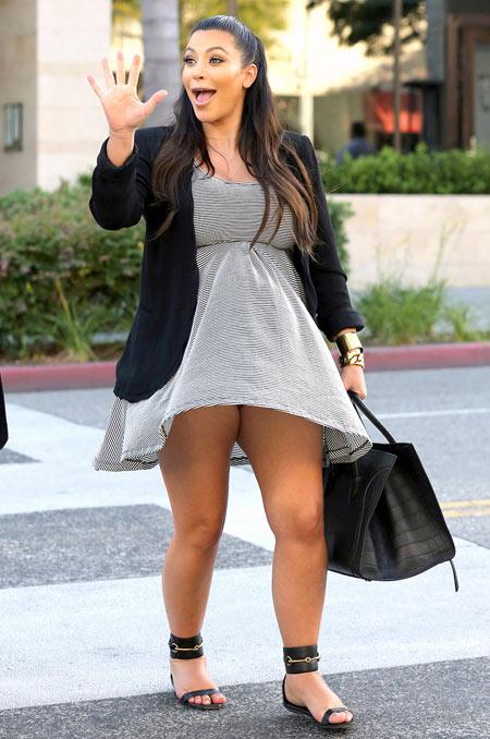 Sao gặp sự cố vì váy ngắn, xẻ cao