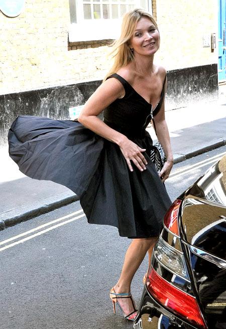 Sao gặp sự cố vì váy ngắn, xẻ cao - 3