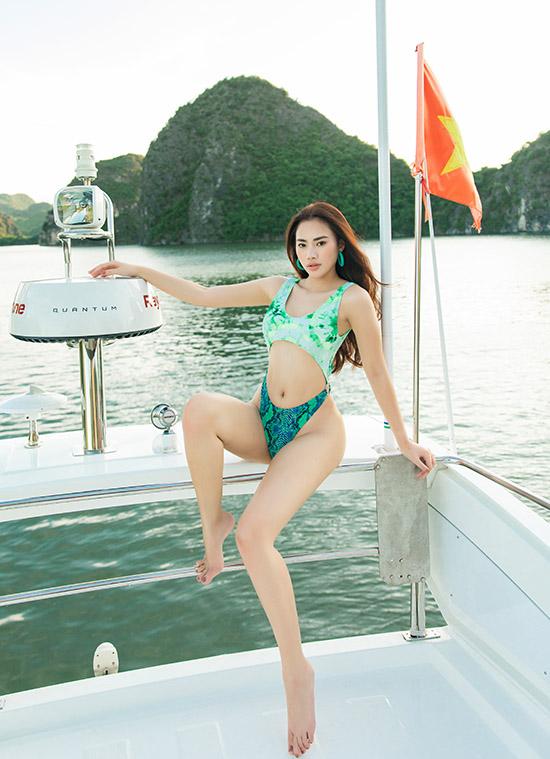 Á hậu Hà Vi Vi chọn thiết kế gam xanh tôn tối đa đường cong cơ thể.