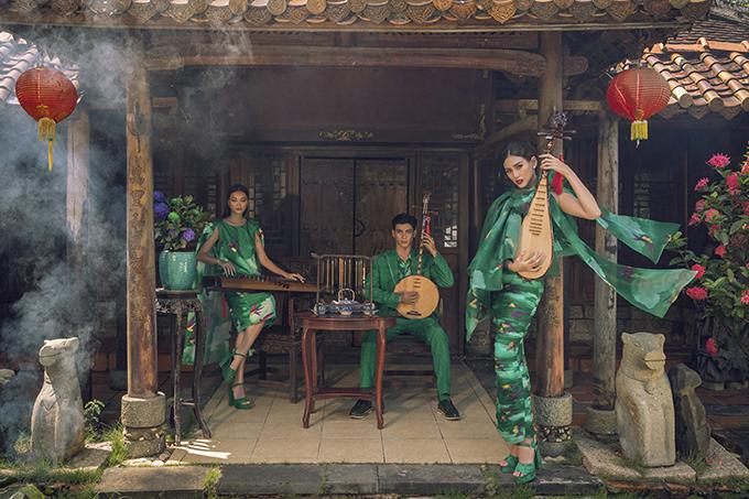 Để quảng bá cho show diễn Vàng son dự kiến tố chức ngày 4/10 tại Huế, hai nhà thiết kế Vũ Ngọc và Son đã mời cô trò Võ Hoàng Yến thực hiện bộ ảnh mới.