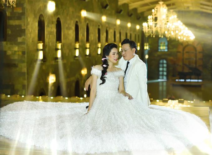 Trịnh Kim Chi được ông xã hết mực yêu thương, cưng chiều. Trong sinh nhật tuổi 48 cách đây 1 tháng, nữ diễn viên được chồng tặng hai túi xách hàng hiệu trị giá 160 triệu đồng.