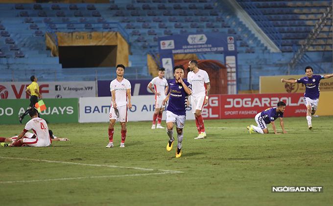Tuy nhiên, chỉ trong vòng ít phút cuối trận, Hà Nội ghi liên tiếp hai bàn để ngược dòng giành chiến thắng chung cuộc 2-1. Người ấn định chiến thắng cho Hà Nội là Quang Hải.